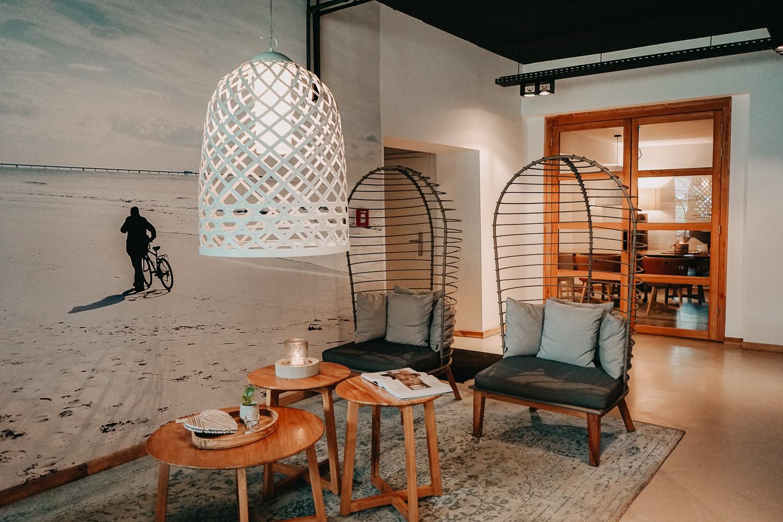 Nachhaltiges Hotel Deutschland Ostsee Lifestyle Hotel SAND Timmendorfer Strand Skandinavischer Stil modern Lobby Reiseblog 3