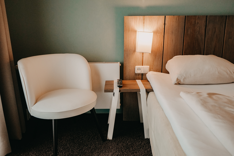Nachhaltiges Hotel Deutschland Ostsee Lifestyle Hotel SAND Timmendorfer Strand Zimmer Bett Reiseblog